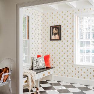 ボストンのトラディショナルスタイルのおしゃれな玄関ロビー (白い壁、マルチカラーの床、表し梁、壁紙) の写真