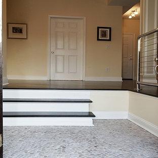 Esempio di un grande ingresso design con pareti beige, pavimento in granito, una porta a due ante e una porta in legno scuro
