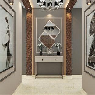 Idéer för funkis foajéer, med beige väggar, marmorgolv, en enkeldörr och beiget golv