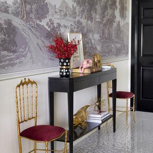 メルボルンの中サイズの片開きドアエクレクティックスタイルのおしゃれな玄関ドア (白い壁、テラゾの床、黒いドア、グレーの床) の写真