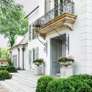 ナッシュビルの大きい両開きドアトラディショナルスタイルのおしゃれな玄関ドア (ベージュの壁、ライムストーンの床、淡色木目調のドア、ベージュの床) の写真