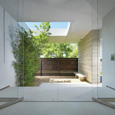Contemporary Entry by Horst Architects