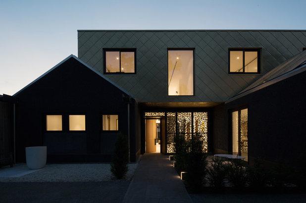 Modern Entry by PRau - Phil Redmond Architecture & Urbanism