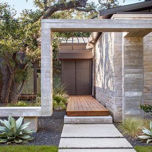 Inspiration för en mellanstor vintage ingång och ytterdörr, med en enkeldörr och en brun dörr
