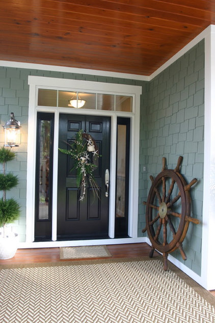 Traditional Entry by Tab Premium Built Homes