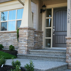 Traditional Entry by Rocky Mountain Stoneworks Ltd.