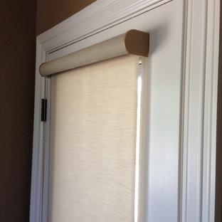 Ispirazione per un ingresso o corridoio tradizionale con una porta bianca
