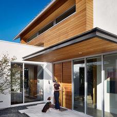 Contemporary Entry by Chioco Design