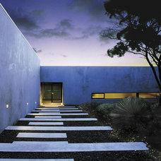 Modern Entry by Dale Jones-Evans Pty Ltd Architecture