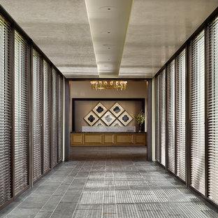 На фото: класса люкс огромные фойе в современном стиле