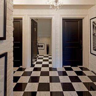 Klassischer Eingang mit schwarzer Tür, Marmorboden und buntem Boden in Toronto