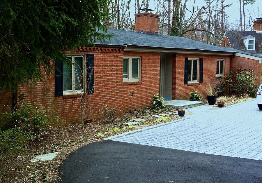 Rugby Road, Charlottesville:  Green+midCentury=Thoroughly Modern Entry