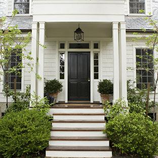 Ispirazione per una porta d'ingresso tradizionale con una porta singola e una porta nera
