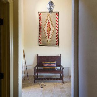 フェニックスのサンタフェスタイルのおしゃれな玄関の写真