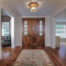 Traditional Entry by Dunnder Builders, LLC