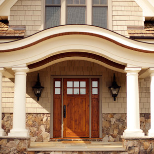 Example of a classic entryway design in Richmond