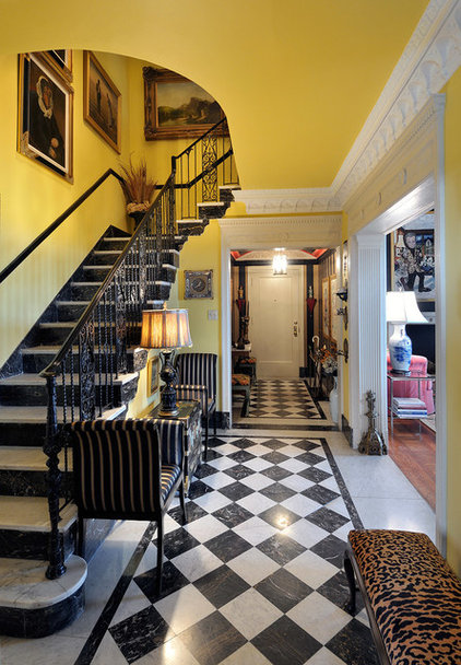 Foyer Wallpaper List : Elegant ideas for a stairway wall
