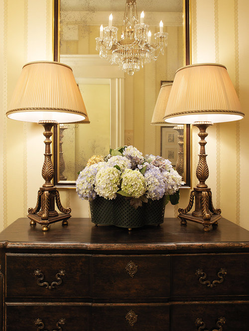 Small foyer houzz for Foyer traditional decorating ideas