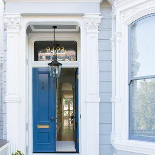 サンフランシスコの両開きドアヴィクトリアン調のおしゃれな玄関ドア (青いドア) の写真