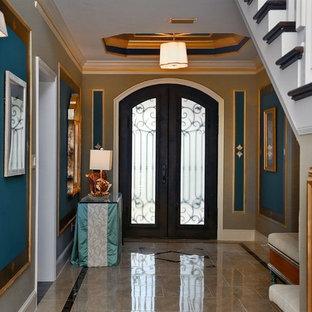 Imagen de distribuidor marinero, grande, con paredes beige, suelo de mármol, puerta doble, puerta de vidrio y suelo beige