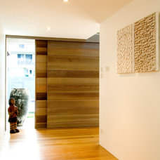 Contemporary Entry by Atelier 41 Architecture