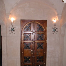 Eclectic Entry by Louie Leu Architect, Inc.