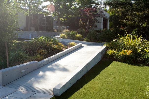 Contemporary Entry by Design Focus Int'l Landscape Architecture & Build