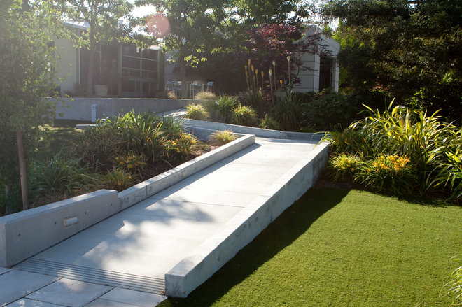 Contemporary Entry by Design Focus Int'l Landscape Architecture & Build