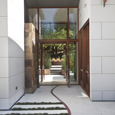 Contemporary Entry by WA design