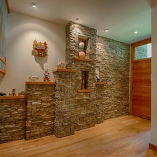 Contemporary Entry by Rawlings Design, Inc.