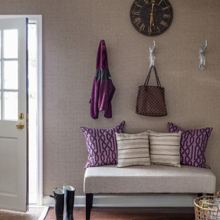Идея дизайна: прихожая среднего размера в стиле современная классика с коричневыми стенами, полом из бамбука, коричневым полом, одностворчатой входной дверью и белой входной дверью