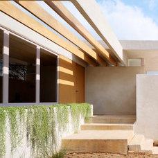 Modern Entry by Ehrlich Architects
