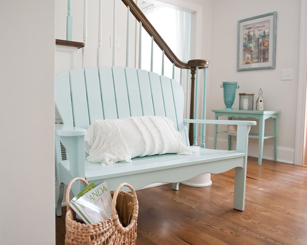 Beach Style Entry by Kristie Barnett, The Decorologist