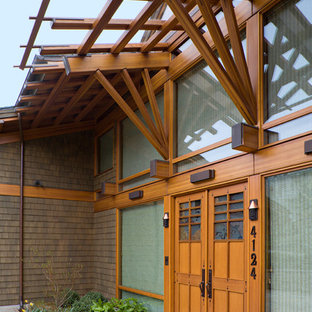 Example of an asian entryway design in Seattle