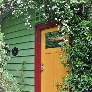 Ispirazione per una porta d'ingresso bohémian con una porta singola e una porta gialla