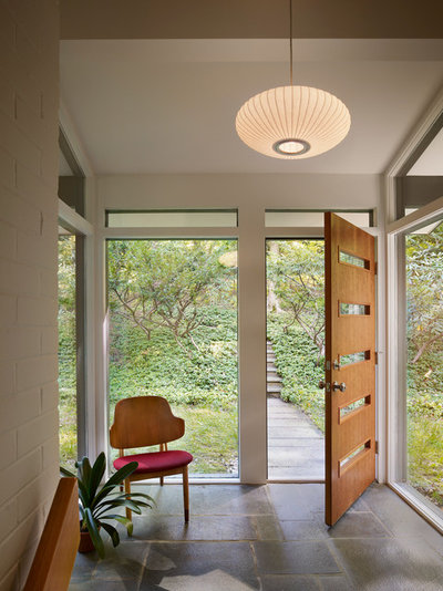 Retro Entré by Metcalfe Architecture & Design