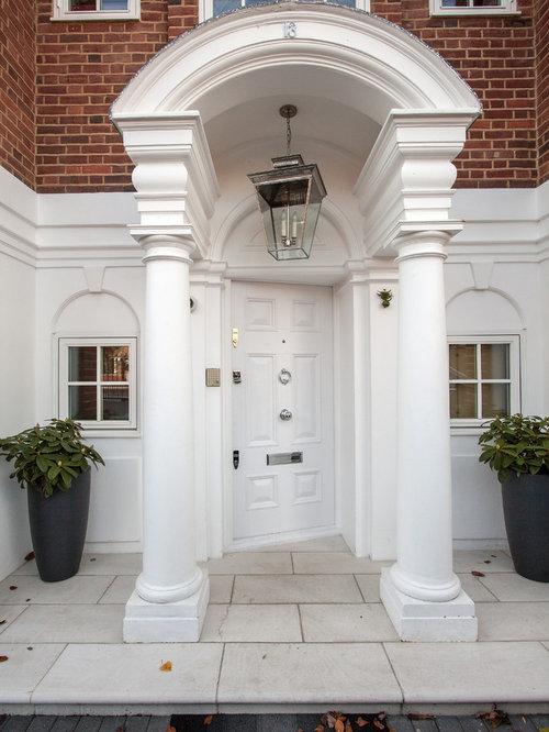Grande porte d 39 entr e avec une porte blanche photos et - Grande porte d entree ...