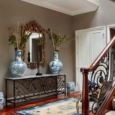 Modern Entry by Laurel Feldman Interiors, IIDA