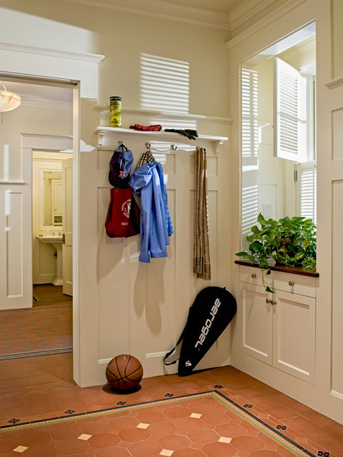 Victorian mudroom idea in Burlington with beige walls