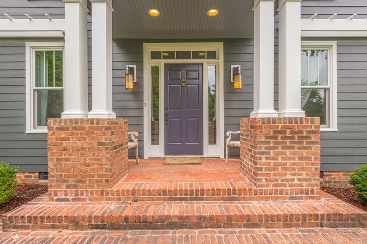 Traditional Entry by Chattanooga eXteriors
