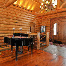 Traditional Entry by Mountain Log Homes of CO, Inc.
