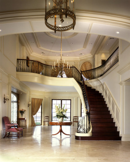 Traditional Entry by Sussan Lari Architect PC
