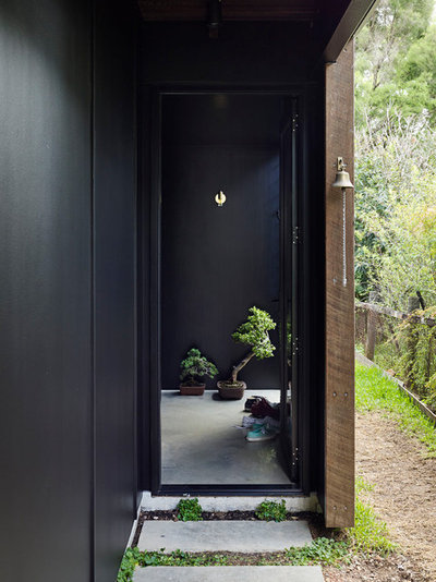 Contemporary Entry by Kieron Gait Architects