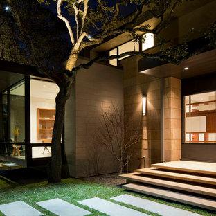 Moderne Haustür mit Drehtür in Austin