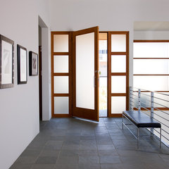 modern entry by Friehauf Architects Inc.