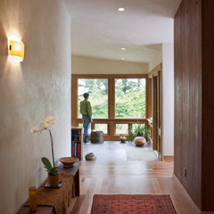 eclectic entry by 450 Architects, Inc.