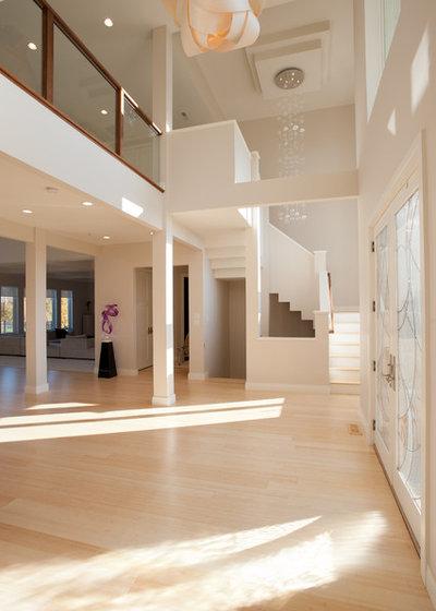 Modern Eingang by Eddy Homes