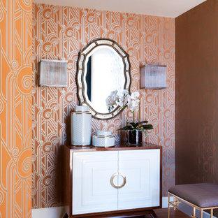 Свежая идея для дизайна: фойе в стиле неоклассика (современная классика) с оранжевыми стенами и паркетным полом среднего тона - отличное фото интерьера