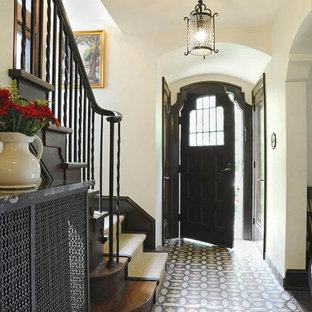 Example of a tuscan entryway design in Columbus
