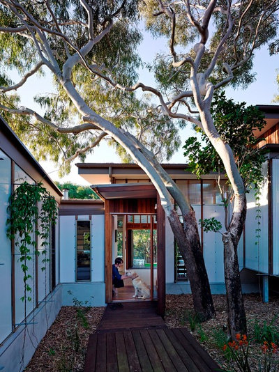 Contemporary Entry by Bark Design Architects